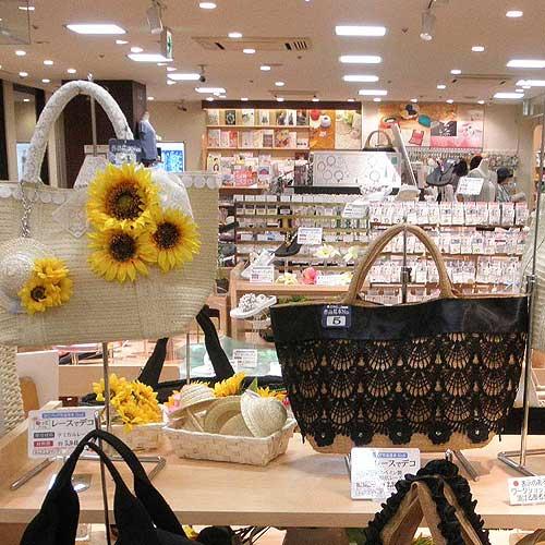 http://www.yuzawaya.co.jp/news/ginza_sandals_4_2.jpg